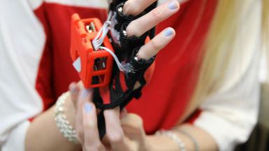 Passive Learning via Haptic Gloves