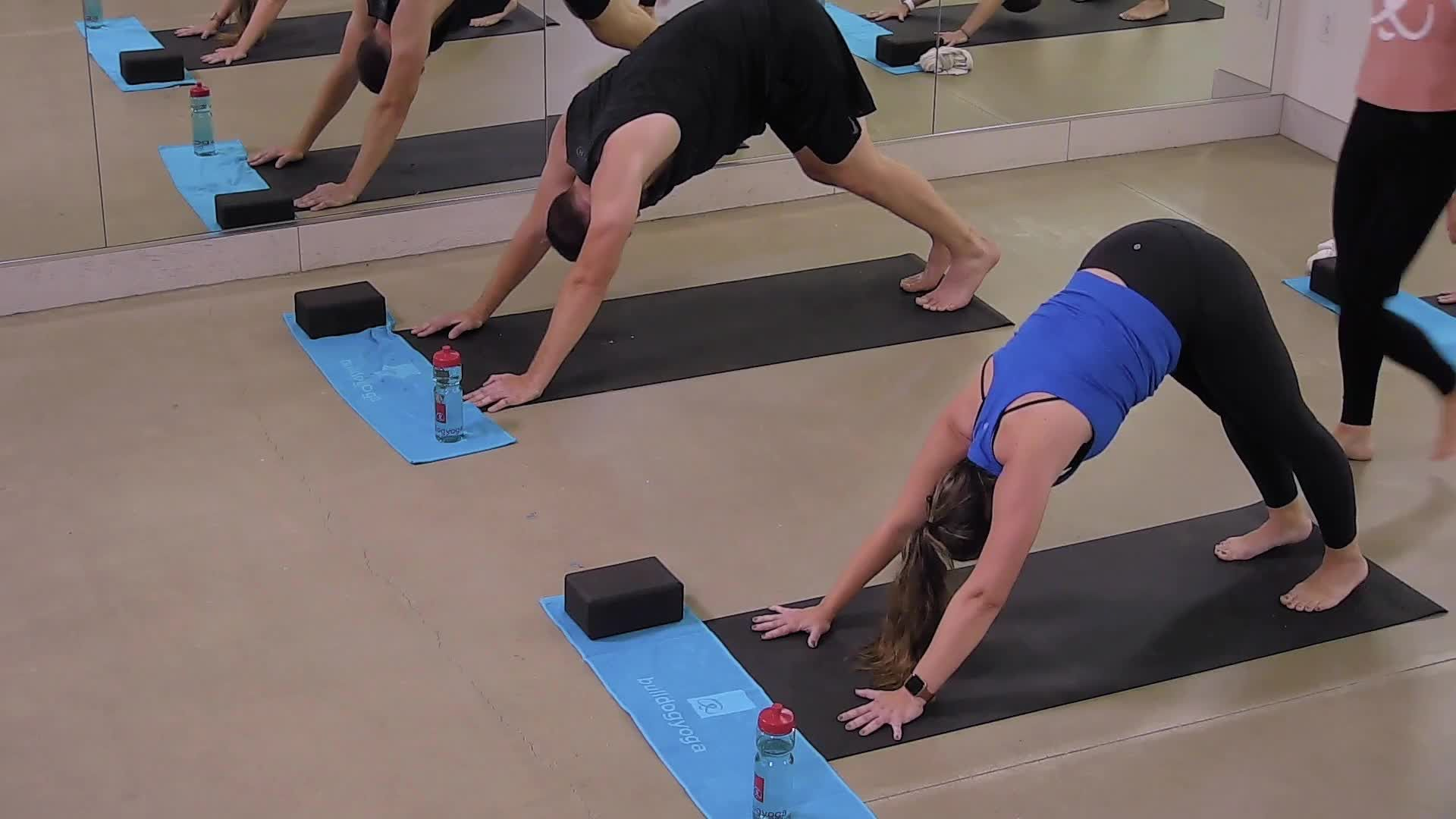 Adore Your Core (Quick Yoga Flow)