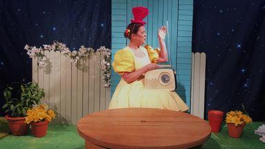 MRS PUFFERBANG MAKES....AN OSTRICH!