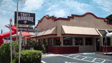 Living Local - Troy's Barbeque
