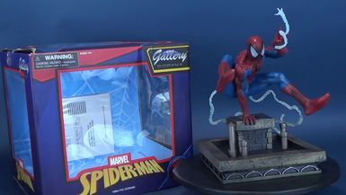 Diamond Select Toys 1990s Spider-Man Gallery Statue Review