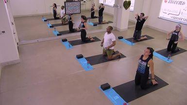 35-Minute Full Body Yoga Sculpt