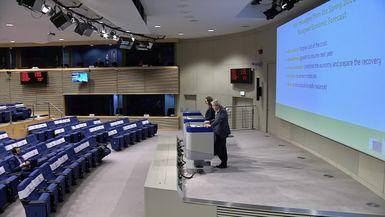 Bruselas sitúa a España a la cabeza del crecimiento económico