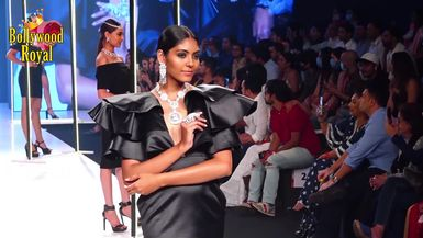 Karishma Tanna Turns Showstopper For Jewels By Queenie At Bombay Times Fashion Week 2020